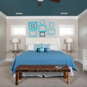 Окраска потолка спальни в синий цвет