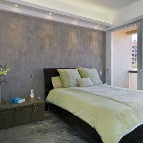 Небольшая спальня с панорамным окном