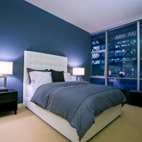 Освещение в спальне с большим окном