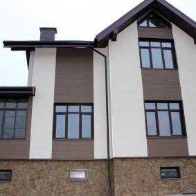 Загородный дом с комбинированной отделкой фасада