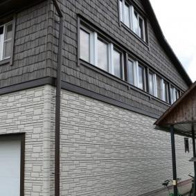 Пластиковые панели на наружной стене высокого дома
