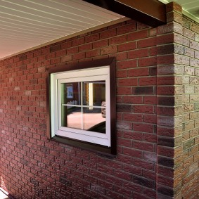 Имитация кирпичной кладки с помощью фасадных панелей