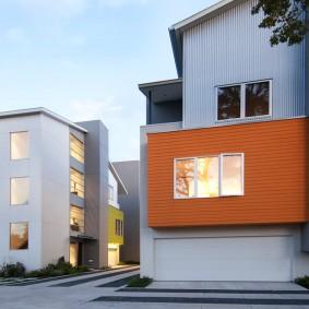 Контрастный фасад на частном доме