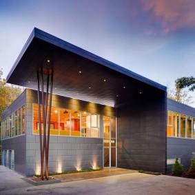 Освещение фасада дома оригинального дизайна