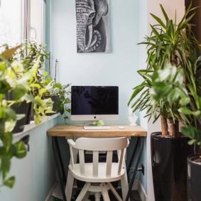 Консольный столик на узком балконе