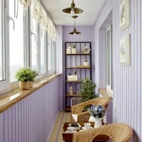 Плетенная мебель в интерьере балкона
