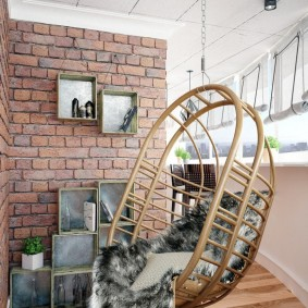 Подвесное кресло с плетенным каркасом
