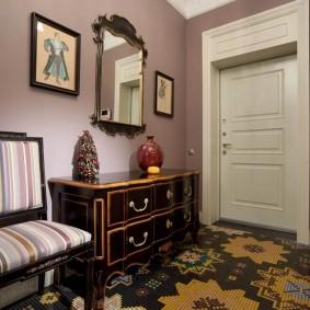 Дорогая мебель в интерьере прихожей