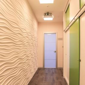 3D-панели на стене узкого коридора