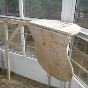 Подвесной столик с откидной столешницей