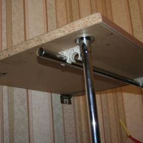 Трубчатые стойки на складном столике