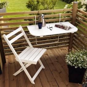 Место для отдыха на открытом балконе