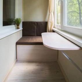 Небольшой диванчик на теплом балконе