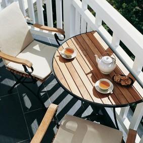 Место для завтраков на открытой лоджии