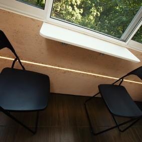 Пластиковые стулья черного цвета