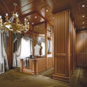 Отделка деревянными панелями стен в гардеробной