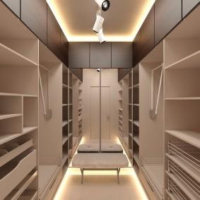 Подсветка пола и потолка в маленькой гардеробной