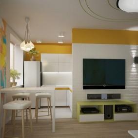 Желто-белый интерьер современной кухни-гостиной