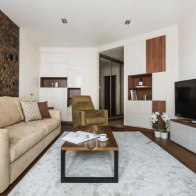 Узкая гостиная в трехкомнатной квартире
