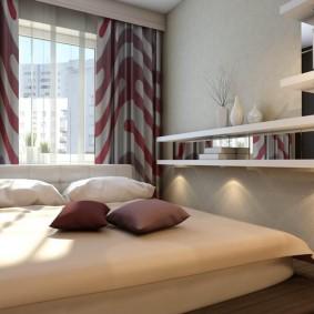 Полки на стене спальни с подиумом