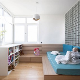 Детский диванчик на низком подиуме