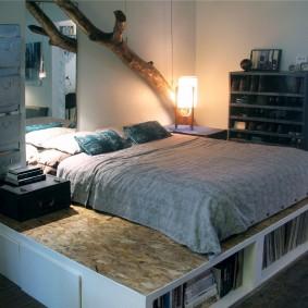 Декор веткой стены над кроватью