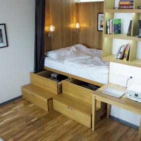 Спальное ложе на подиуме с ящиками