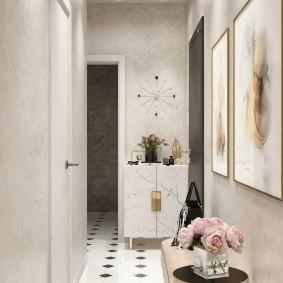 Черно-белая плитка на полу в коридоре