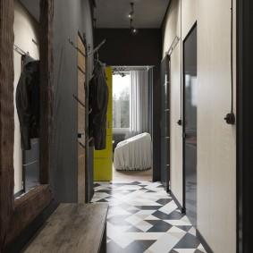 Серый потолок прихожей в стиле лофта