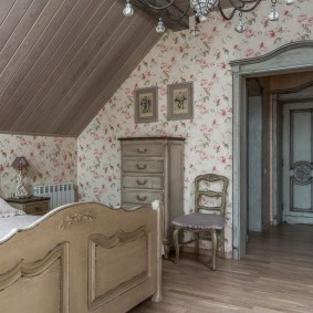 Интерьер детской комнаты на мансардном этаже