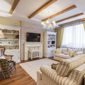 Просторная гостиная прованского стиля