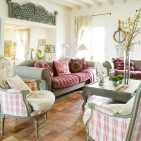 Оформление гостиной комнаты в сельском доме