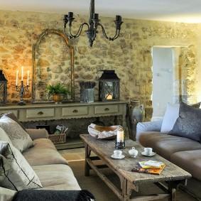 Интерьер гостиной в духе французской деревушки