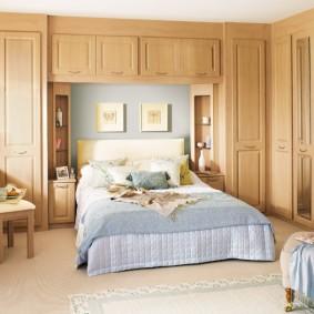 Встроенная мебель в интерьере спальни