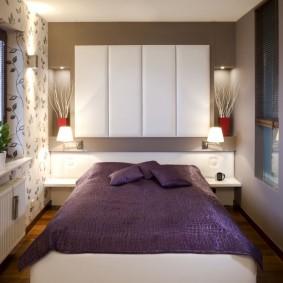 Подвесные шкафчики над изголовьем кровати