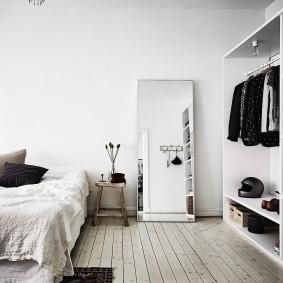 Напольное зеркало в спальне скандинавского стиля