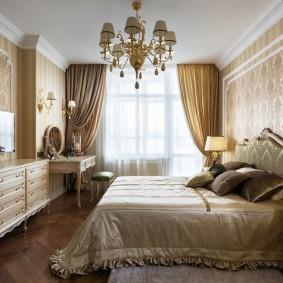 Дорогие обои на стене спальне в стиле классики