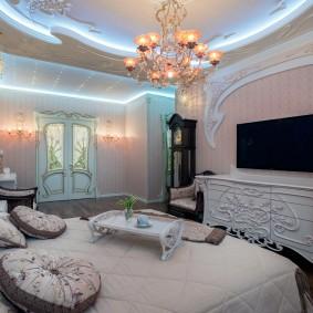 Неоновая подсветка потолка в спальне