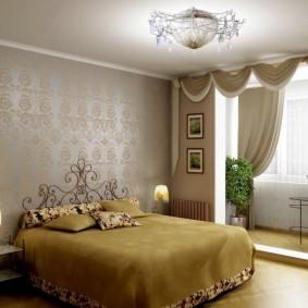 Широкая кровать с ажурной спинкой