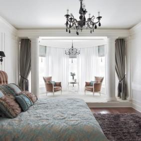 Зона отдыха на лоджии в спальне супругов