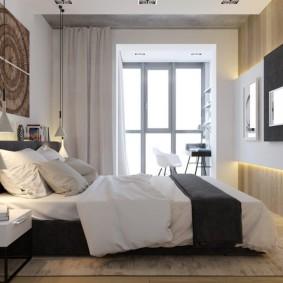 Декорирование прямоугольной спальни с телевизором на стене
