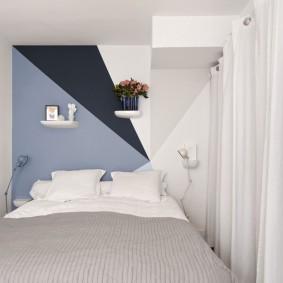 Оригинальная отделка стены в маленькой спальне