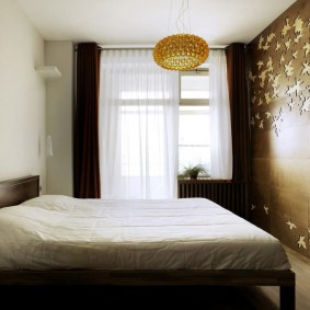 Декорирование стены спальни своими руками