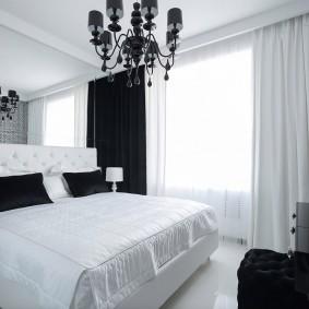 Черно-белый интерьер спальни в квартире