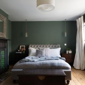 Темно-зеленые стены в спальной комнате
