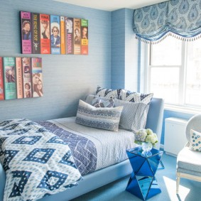 Теплое одеяло с голубым орнаментом