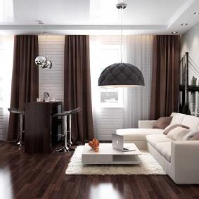Темно-коричневые шторы в стильной гостиной