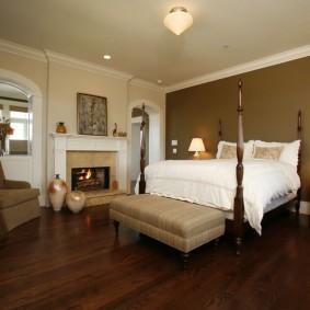 Роскошная кровать на деревянном каркасе