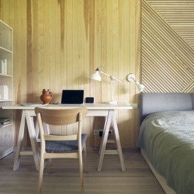 Декор деревянными рейками стены над кроватью