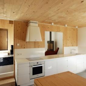 Линейная кухня без подвесных шкафчиков